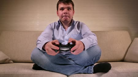 sikoly : Playing Videogames with Gamepad