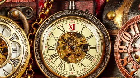 eski moda : Antique clock dial close-up. Vintage pocket watch.