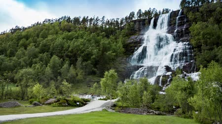 noruega : Tvindefossen waterfall, Norway
