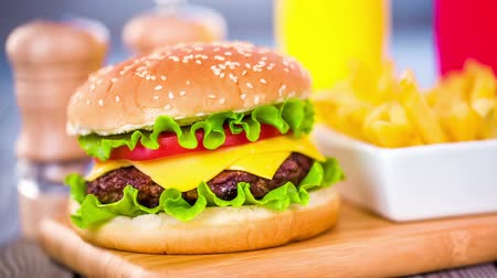 barmetro : Tasty and appetizing hamburger cheeseburger Stock Footage
