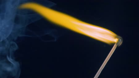 inflamável : Burning match on a black background in slow motion