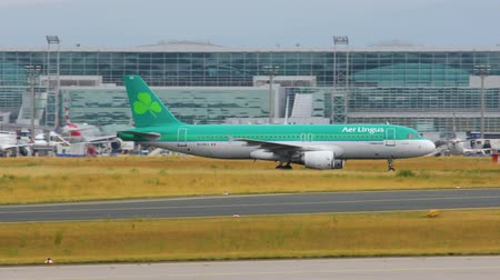 aeróbica : AIRPORT FRANKFURT, GERMANY: JUNE 23, 2017: Airbus A320 Aer Lingus is the flag carrier of Ireland and the second-largest airline in Ireland.