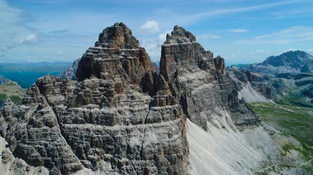 dolomit : National Nature Park Tre Cime In the Dolomites Alps. Beautiful nature of Italy. Aerial FPV drone flights Stok Video