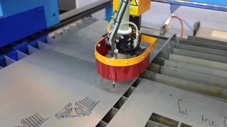 grawerowanie : CNC Laser plasma cutting of metal, modern industrial technology.