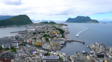 anão : Aksla at the city of Alesund, Norway. It is a sea port, and is noted for its concentration of Art Nouveau architecture.