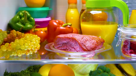 gıda maddesi : Fresh raw meat on a shelf open refrigerator