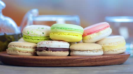aeroespaço : Close-up of colorful macaron (macaroon) on the table with hot tea Vídeos