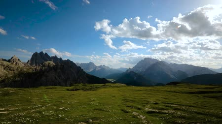 проходить : Timelapse National Nature Park Tre Cime In the Dolomites Alps. Beautiful nature of Italy.