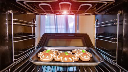 geçiştirmek : Baking Gingerbread man in the oven, view from the inside of the oven. Cooking in the oven.