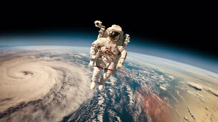 vácuo : Astronaut in space. Typhoon over planet Earth.