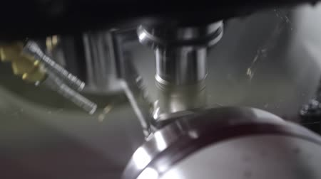 área de trabalho : Metalworking CNC milling machine. Cutting metal modern processing technology. Stock Footage