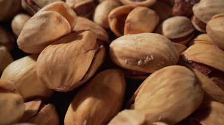 pistacje : Close up of pistachios nut. The pistachio a member of the cashew family, is a small tree originating from Central Asia and the Middle East