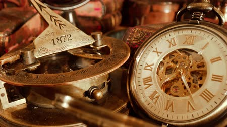 martwa natura : Old Pocket watch Vintage still life Wideo