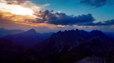 dolomitok : National Nature Park Tre Cime In the Dolomites Alps. Beautiful nature of Italy. Aerial FPV drone flights at sunset