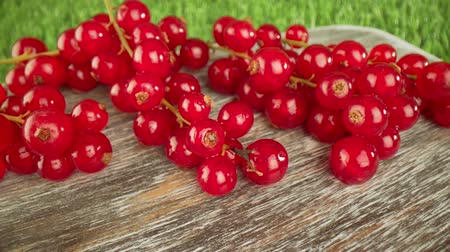 egres : Super close macro of a redcurrants on a wooden table.