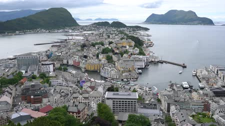 İskandinavya : Aksla at the city of Alesund , Norway Aerial footage. It is a sea port, and is noted for its concentration of Art Nouveau architecture.