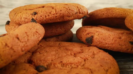 aveia : Oatmeal cookies with chocolate close-up Stock Footage