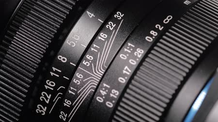 fotostudio : Macro close-up van de oude lens. Stockvideo