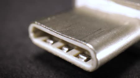 воспоминания : Macro close up of a USB Type- C thunderbolt flash memory drive Стоковые видеозаписи
