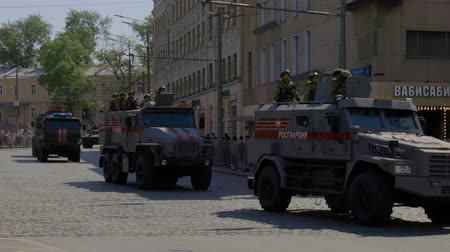 soldados : MOSCOW, RUSSIA - MAY 07, 2019:Russian military equipment on the streets of Moscow. Preparation for the parade in honor of the victory in the second world war.