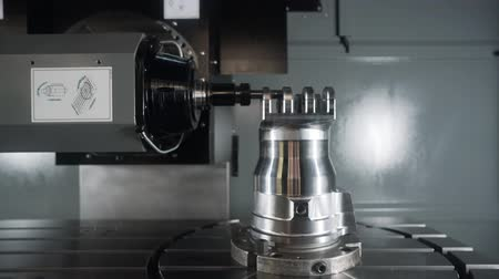 aeroespaço : Metalworking CNC lathe milling machine. Cutting metal modern processing technology. Milling is the process of machining using rotary cutters to remove material by advancing a cutter into a workpiece.