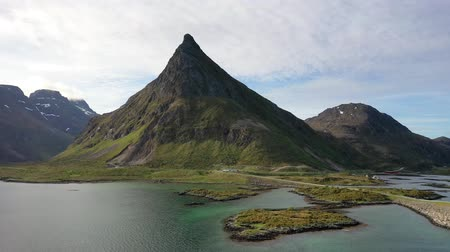 fiorde : Fredvang Bridges Lofoten islands is an archipelago in the county of Nordland, Norway. Is known for a distinctive scenery with dramatic mountains and peaks, open sea and sheltered bays.