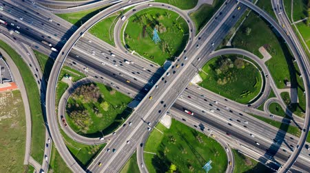 államközi : Timelapse Aerial view of a freeway intersection traffic trails in Moscow.