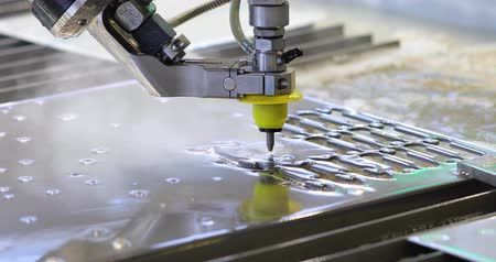 yöntem : CNC water jet cutting machine modern industrial technology. Stok Video