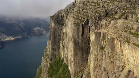 ismert : Aerial footage Preikestolen or Prekestolen, also known by the English translations of Preachers Pulpit or Pulpit Rock, is a famous tourist attraction in Forsand, Ryfylke, Norway Stock mozgókép