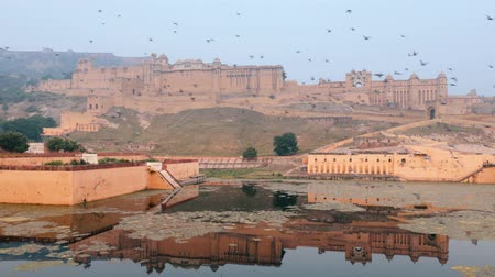 директор : Amer Fort is a fort located in Amer, Rajasthan, India. Located high on a hill, it is the principal tourist attraction in Jaipur.