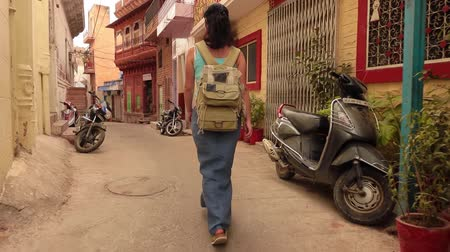 pichola : Female tourist walks through the streets of an Indian city. Rajasthan, Indian Jodhpur Also blue city Stock Footage