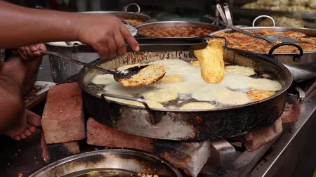 gevrek : Indian street food Fried Jhangri or jalebi. Rajasthan state in western India. Stok Video