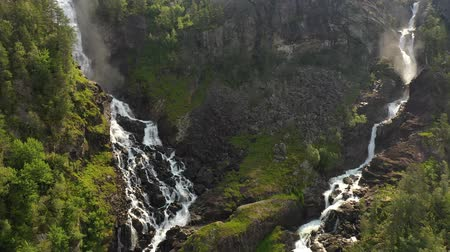 ツイン : Latefossen is one of the most visited waterfalls in Norway and is located near Skare and Odda in the region Hordaland, Norway. Consists of two separate streams flowing down from the lake Lotevatnet.