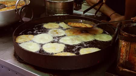 shovívavost : Indian street food Fried Jhangri or jalebi. Rajasthan state in western India. Dostupné videozáznamy