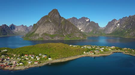 ismert : Reine Lofoten is an archipelago in the county of Nordland, Norway. Is known for a distinctive scenery with dramatic mountains and peaks, open sea and sheltered bays, beaches and untouched lands.