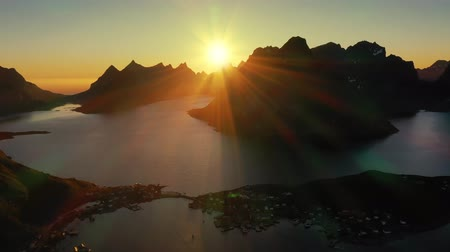 takımadalar : Evening sunset Lofoten Islands Norway. Reine Lofoten is an archipelago in the county of Nordland, Norway. Stok Video