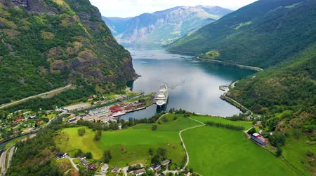 ライナー : Aurlandsfjord Town Of Flam at dawn. Beautiful Nature Norway natural landscape. 動画素材