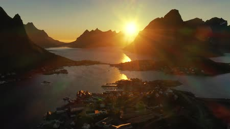 fiorde : Evening sunset Lofoten Islands Norway. Reine Lofoten is an archipelago in the county of Nordland, Norway. Stock Footage