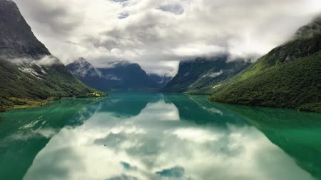 norueguês : Beautiful Nature Norway natural landscape lovatnet lake.