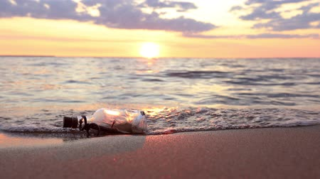 megváltás : Message in the bottle against the Sun setting down