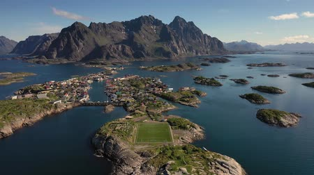 Henningsvaer Lofoten is an archipelago in the county of Nordland, Norway. Is known for a distinctive scenery with dramatic mountains and peaks, open sea and sheltered bays, beaches and untouched lands Стоковые видеозаписи