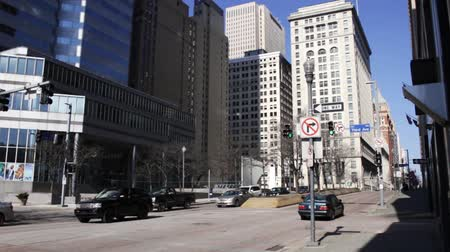 PITTSBURGH - Circa February 2017 - An Establishing Shot of Grant Street in Pittsburgh Stok Video