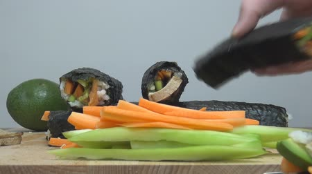 ocet : Sushi roll making japanese food Wideo