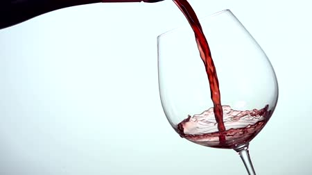 rouge : Wine pouring in Slow Motion