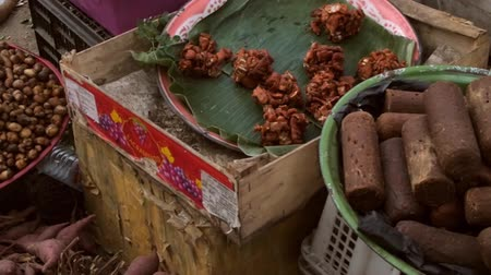 green peas : Panning shot of food in an Indonesian market Stock Footage