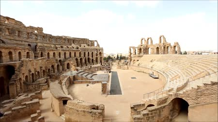 amphitheatre : EL DJEM – NOVEMBER 10: A panoramic view of the amphitheater in El Djem as seen on November 10, 2013 in El Djem, Tunisia.