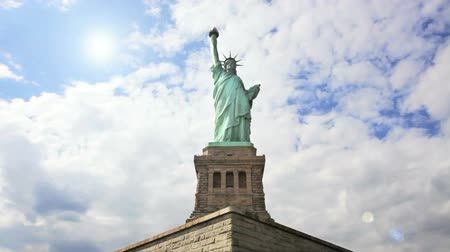 heykel : Close up of the Statue of Liberty, time lapse