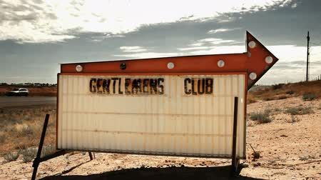 országúti : Gentlemans Club Sign in Desert, New Mexico
