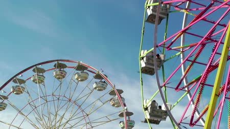 kerék : Ferris wheels at carnival against blue sky