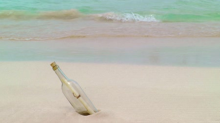 botella : Botella con nota apareció en Tropical playa, Cancún, México
